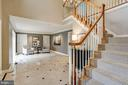Gracious foyer opens to the parlor / living room - 2008 ROUNDHOUSE RD, VIENNA