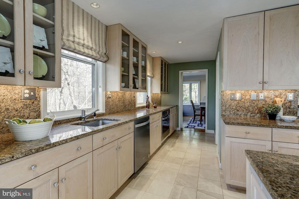 Additional sink, 2nd oven and dishwasher! - 2008 ROUNDHOUSE RD, VIENNA