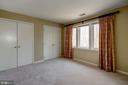 2nd bedroom w/ triple window and dual closets - 2008 ROUNDHOUSE RD, VIENNA
