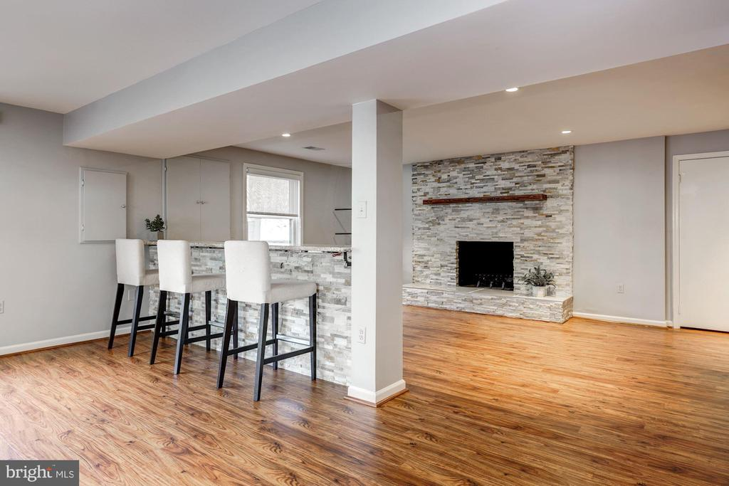 Entertaining space galore! - 2008 ROUNDHOUSE RD, VIENNA