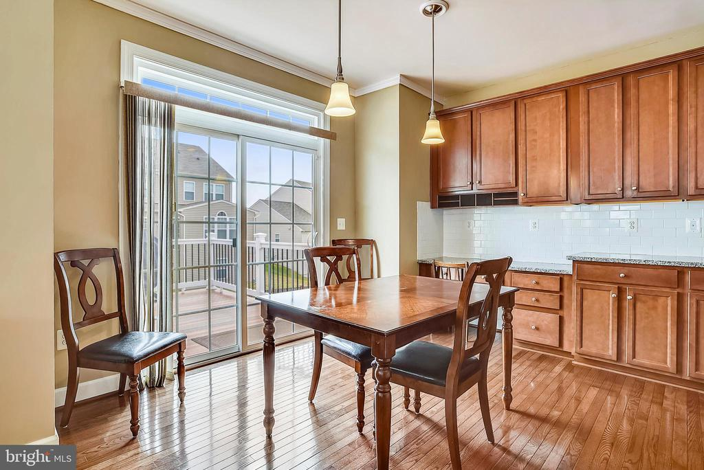 BREAKFAST AREA WITH  WALK-OUT TO CUSTOM DECK - 5709 SPRIGGS MEADOW DR, WOODBRIDGE