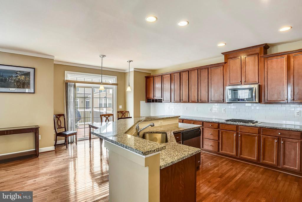 GOURMET KITCHEN  GRANITE COUNTERS, EXTRA CABINETS - 5709 SPRIGGS MEADOW DR, WOODBRIDGE