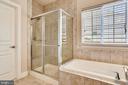 MASTER BR LUVURY BATH DESIGNER TILE - 5709 SPRIGGS MEADOW DR, WOODBRIDGE