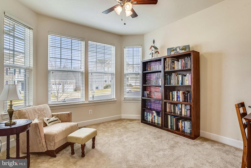 OFFICE/LIBRARY - 5709 SPRIGGS MEADOW DR, WOODBRIDGE