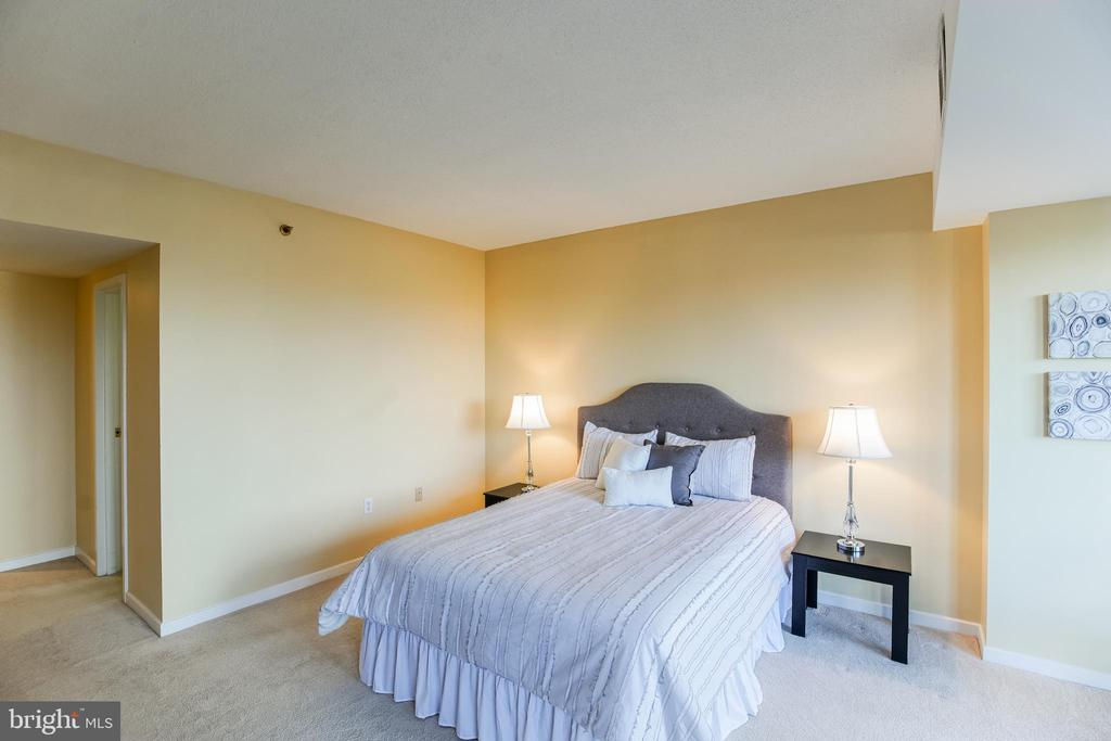 Master Bedroom - 1530 KEY BLVD #506, ARLINGTON