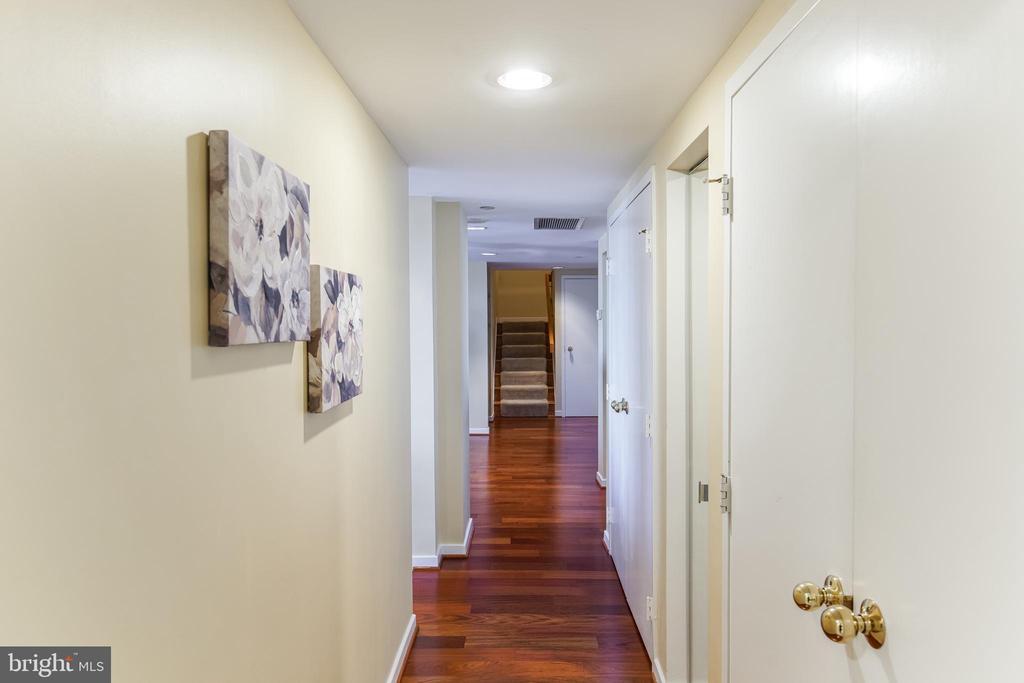 Hallway - 1530 KEY BLVD #506, ARLINGTON