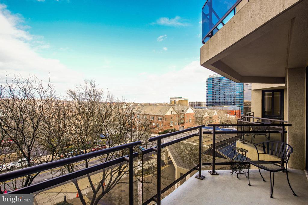 View from Balcony - 1530 KEY BLVD #506, ARLINGTON