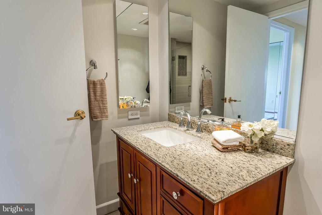Guest Bathroom - 1530 KEY BLVD #506, ARLINGTON