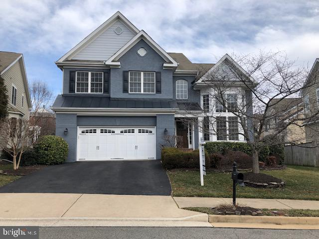 Welcome home to 7616 Center Street! - 7616 CENTER ST, FALLS CHURCH