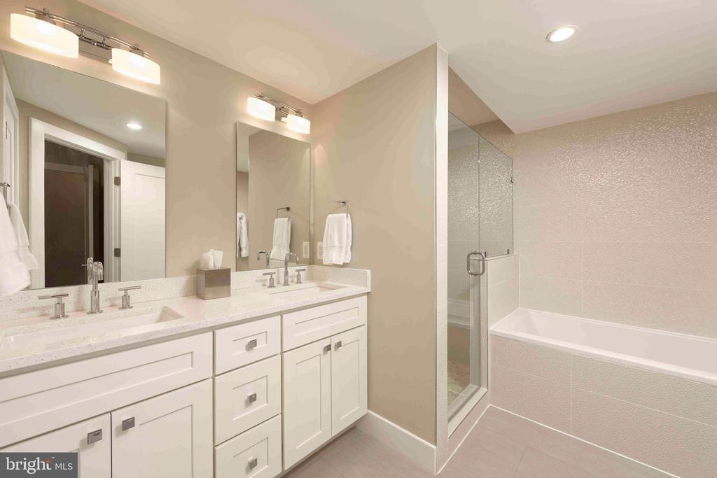 Exciting master bath with seamless glass shower - 432 S COLUMBUS ST, ALEXANDRIA