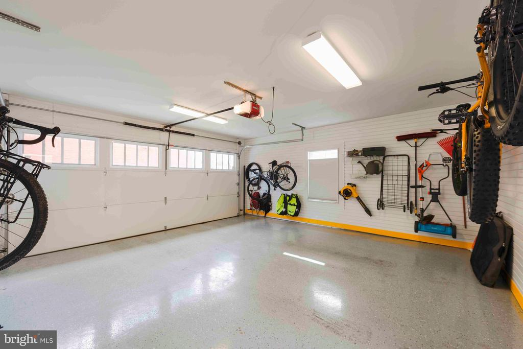 Great flooring plus storage for serious  bikers - 432 S COLUMBUS ST, ALEXANDRIA