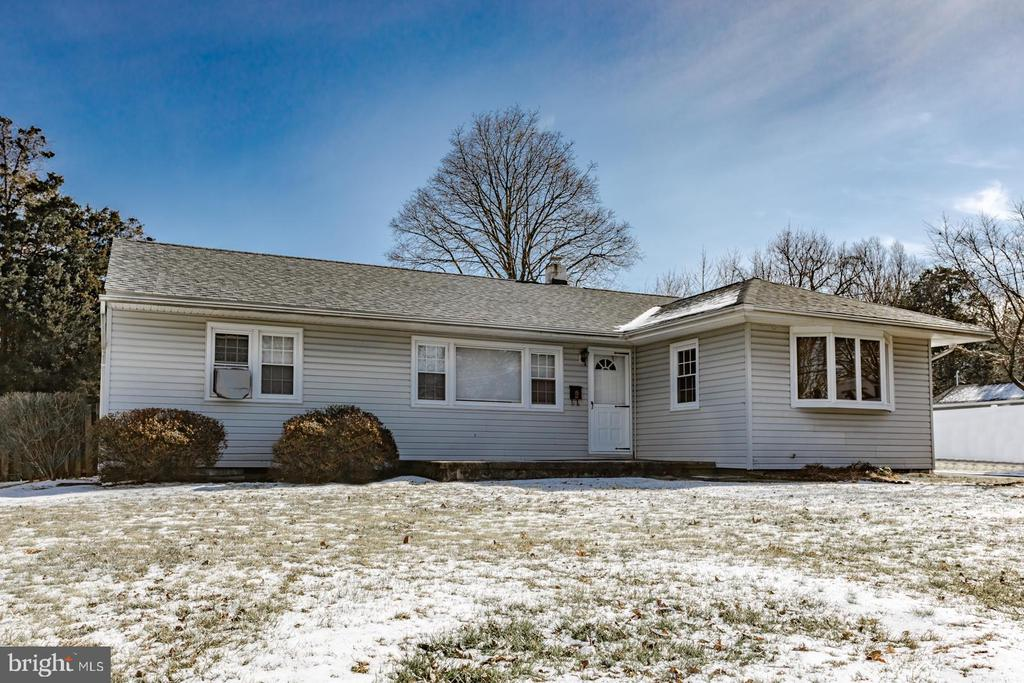 54 FAIRWAY DR, Yardley PA 19067