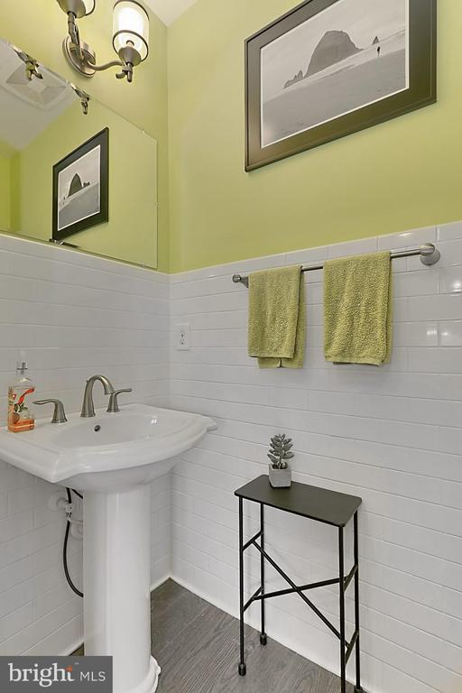Powder room with subway tile - 1148 S LINCOLN ST, ARLINGTON