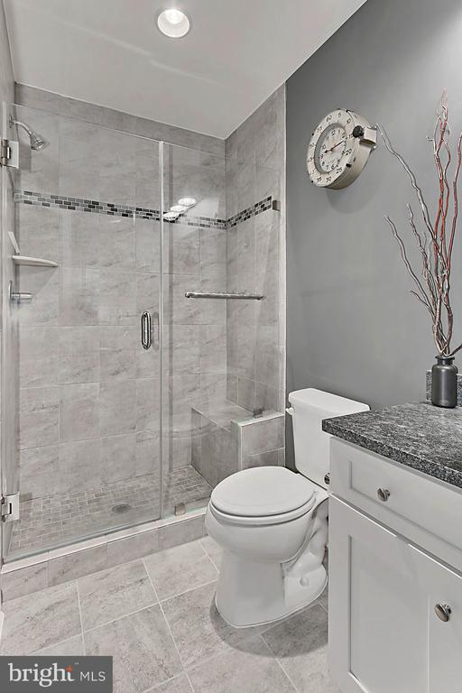 Beautifully upgraded second bath - 1148 S LINCOLN ST, ARLINGTON