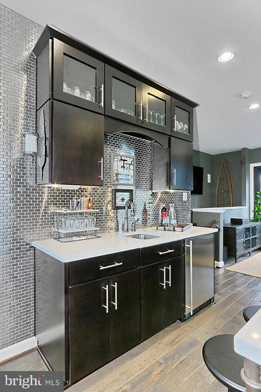 Designer metal backsplash - 1148 S LINCOLN ST, ARLINGTON