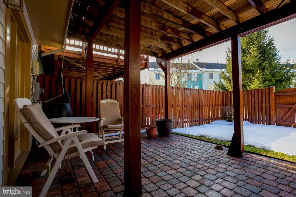 Brick patio - 104 MEHERRIN TER SW, LEESBURG