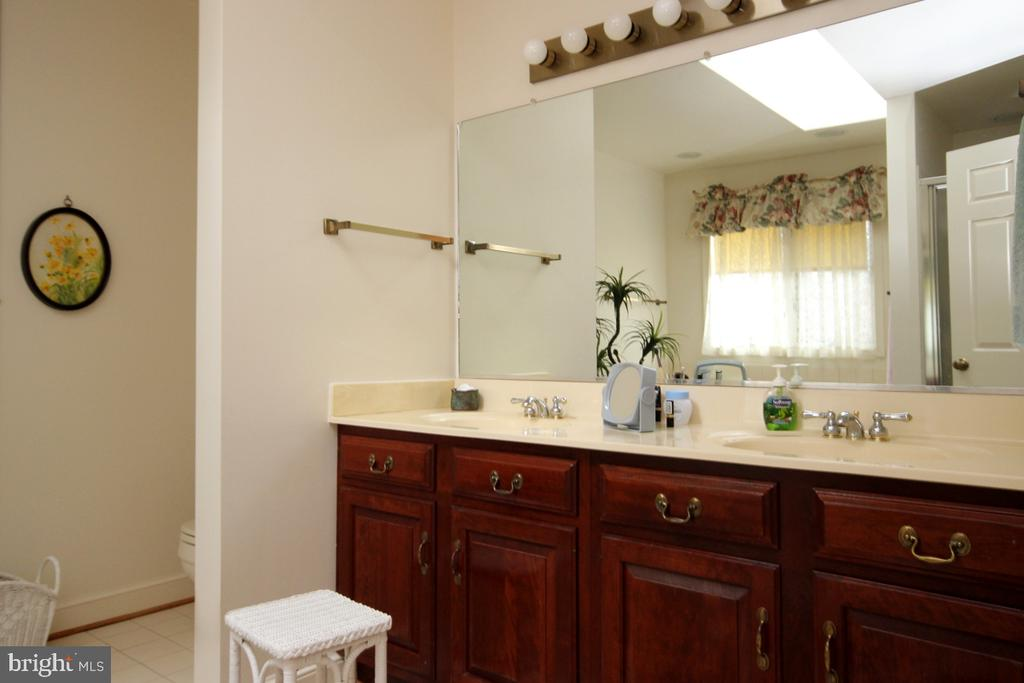 Double Vanity in the Master Bathroom - 3225 RIVERVIEW DR, TRIANGLE