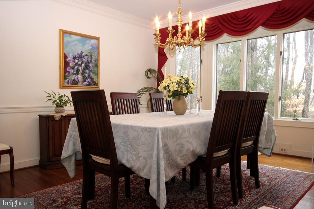 Separate Dining Room w Hardwood Flooring - 3225 RIVERVIEW DR, TRIANGLE