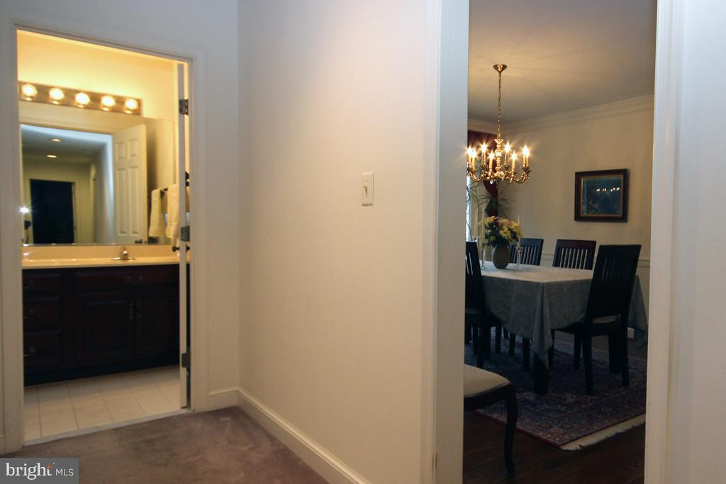 Hall Bathroom - 3225 RIVERVIEW DR, TRIANGLE
