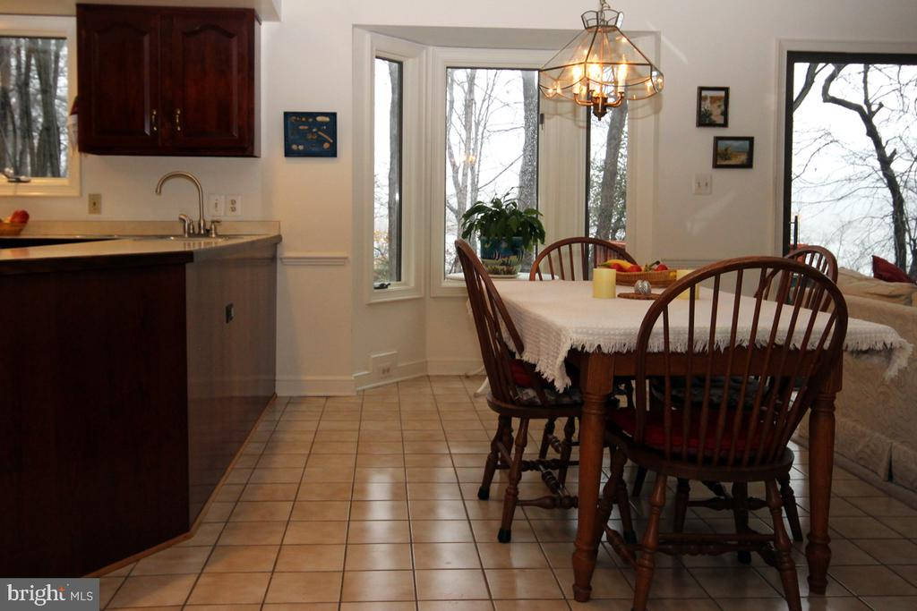 Lovely Eat -In Area overlooks scenic view - 3225 RIVERVIEW DR, TRIANGLE