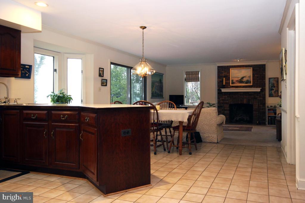 Expansive Kitchen - 3225 RIVERVIEW DR, TRIANGLE