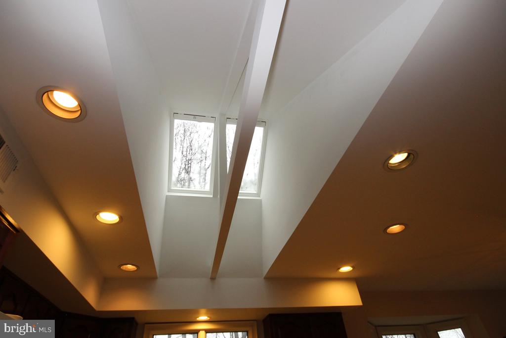 Nice Lighting Finishes - 3225 RIVERVIEW DR, TRIANGLE