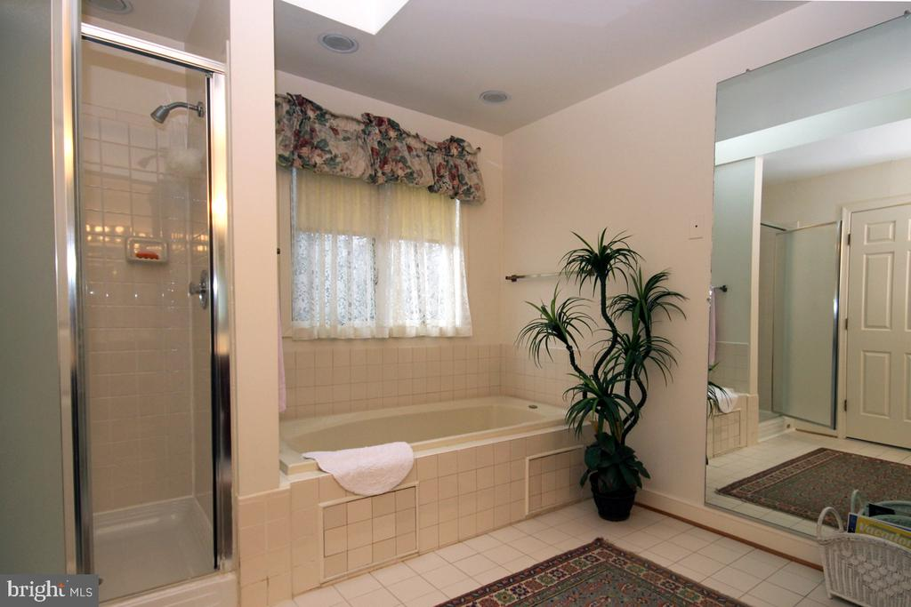 EnSuite Bath w Separate Shower and Tub - 3225 RIVERVIEW DR, TRIANGLE