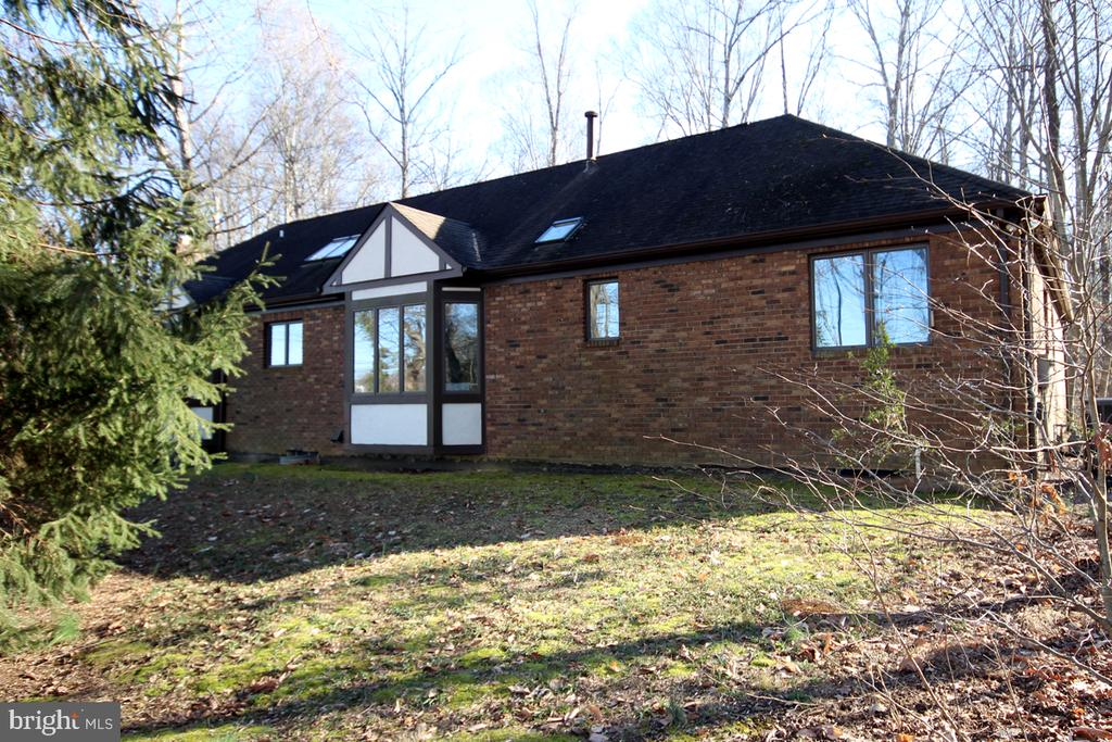 Brick Home with Designer Roofline - 3225 RIVERVIEW DR, TRIANGLE