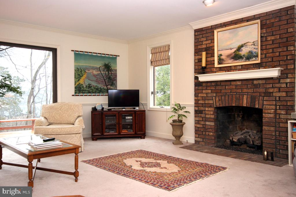 Cozy Gas Fireplace in Family Room - 3225 RIVERVIEW DR, TRIANGLE