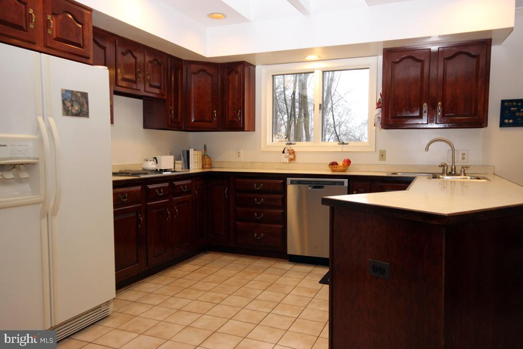 Kitchen with Upgraded Cabinetry - 3225 RIVERVIEW DR, TRIANGLE