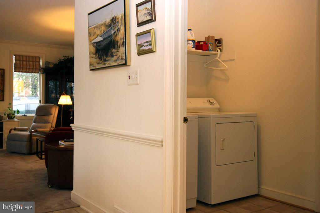 Conveniently Located Laundry Center/MudRoom - 3225 RIVERVIEW DR, TRIANGLE