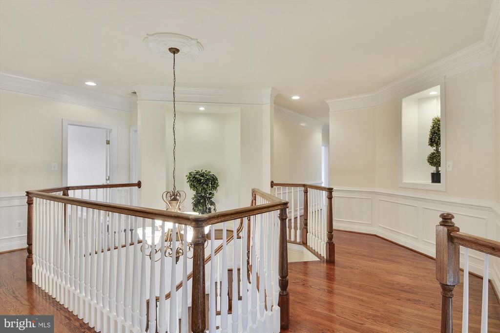 Stunning upper level hallway - 16600 FERRIERS CT, LEESBURG