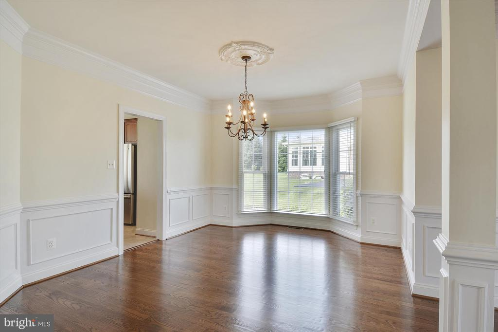 Elegant dining room perfect for entertaining - 16600 FERRIERS CT, LEESBURG