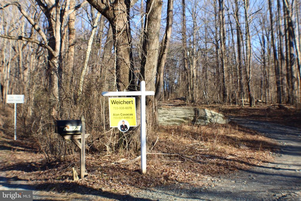 ENTRANCE TO PROPERTY THROUGH EASEMENT - 20970 STEPTOE HILL RD, MIDDLEBURG