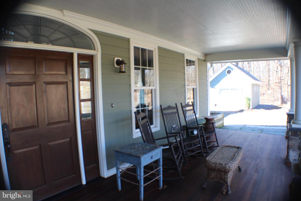FRONT PORCH - 20970 STEPTOE HILL RD, MIDDLEBURG