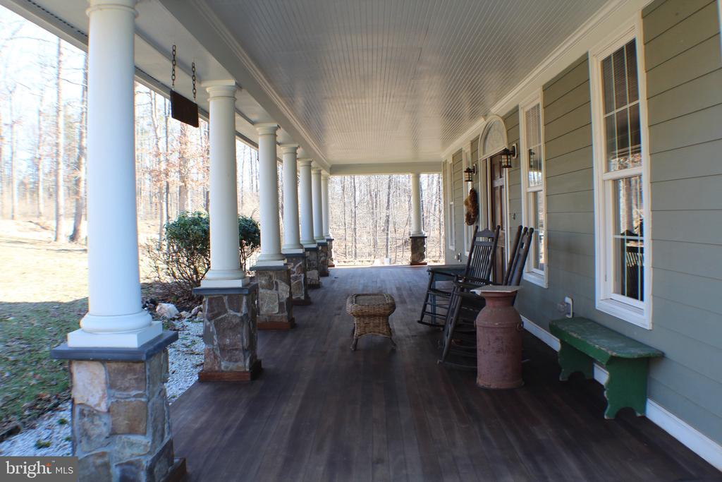 FRONT COLUMNED PORCH 600 SQUARE FEET - 20970 STEPTOE HILL RD, MIDDLEBURG