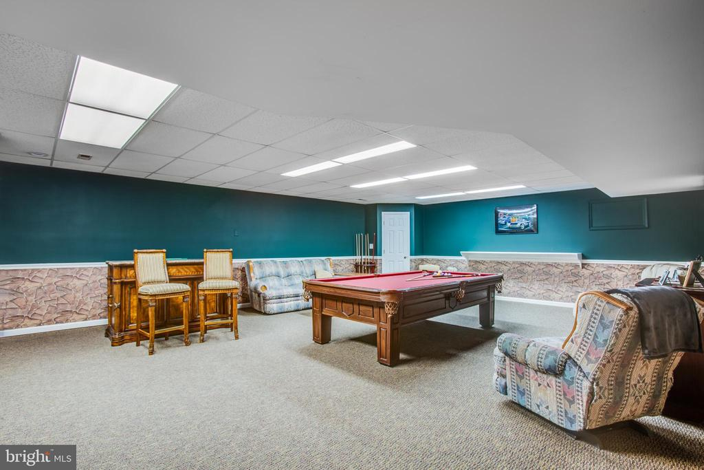 Eve room for dancing and music and big screen TV - 7411 SNOW HILL DR, SPOTSYLVANIA
