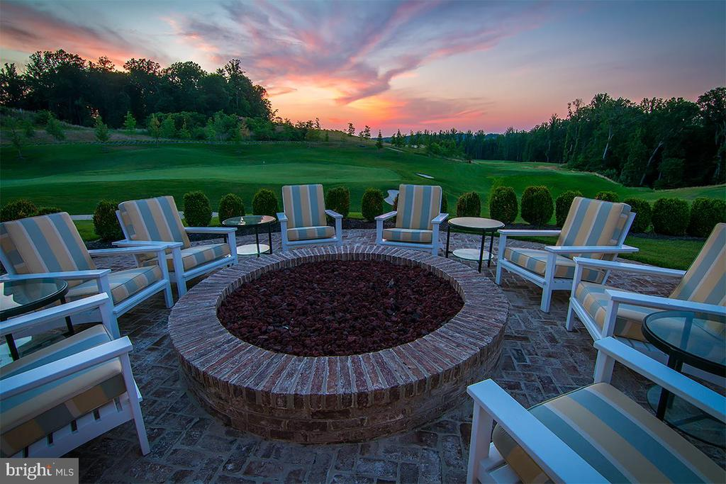 Firepit at the Tidewater Grill - 2565 PASSIONFLOWER CT, DUMFRIES