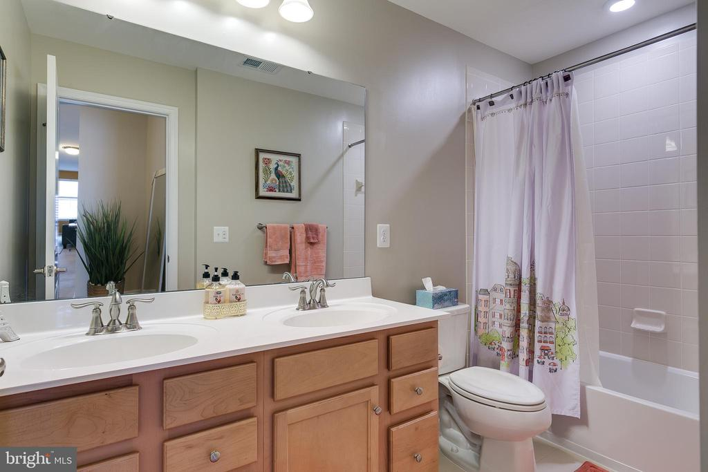Hall Bath - 2565 PASSIONFLOWER CT, DUMFRIES