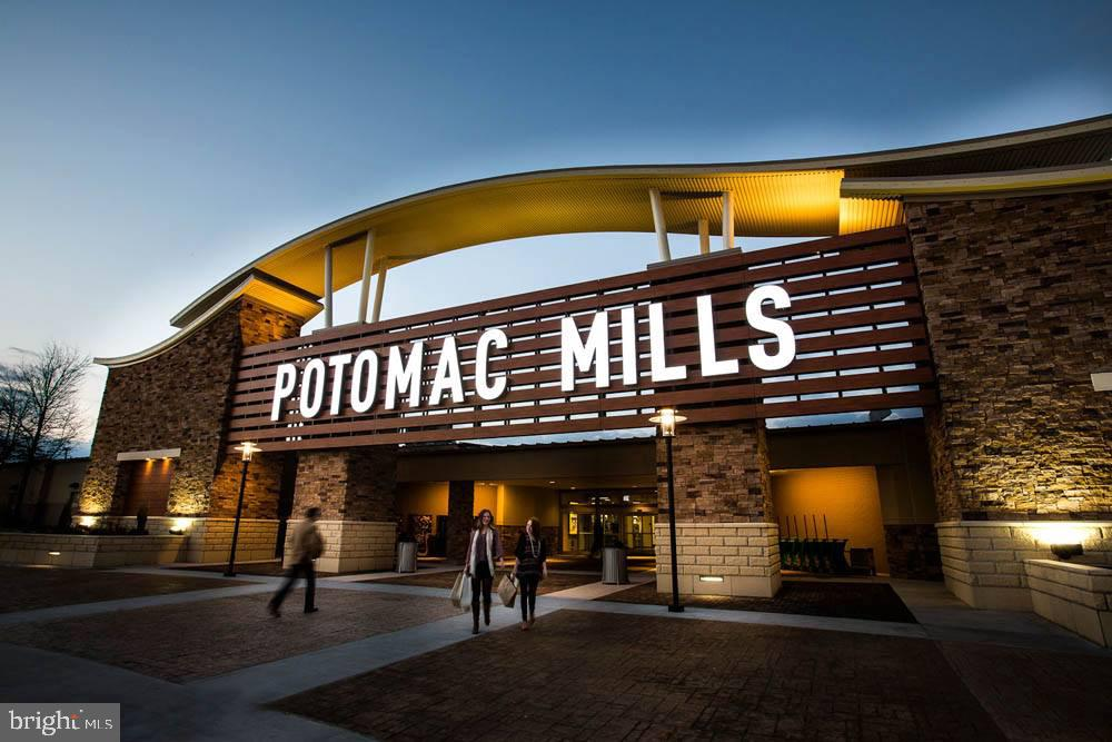 Short distance to Potomac Mills Shopping - 2565 PASSIONFLOWER CT, DUMFRIES