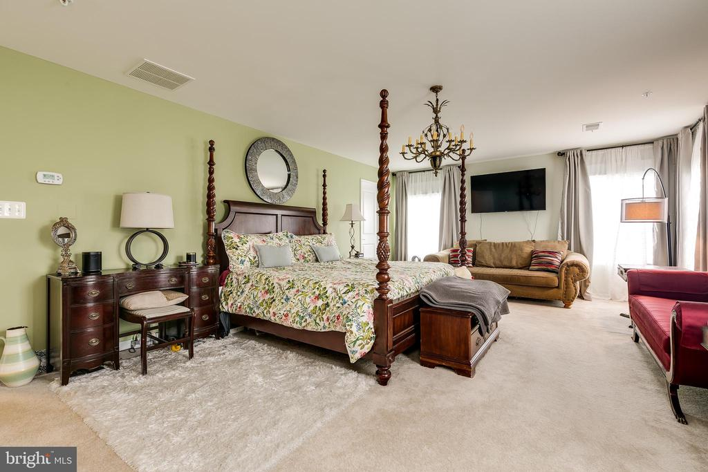 Master Bedroom with 2 walk in closets - 2565 PASSIONFLOWER CT, DUMFRIES