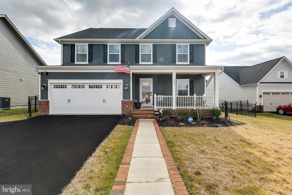 Oversized driveway can fit up to 9 cars! - 2565 PASSIONFLOWER CT, DUMFRIES