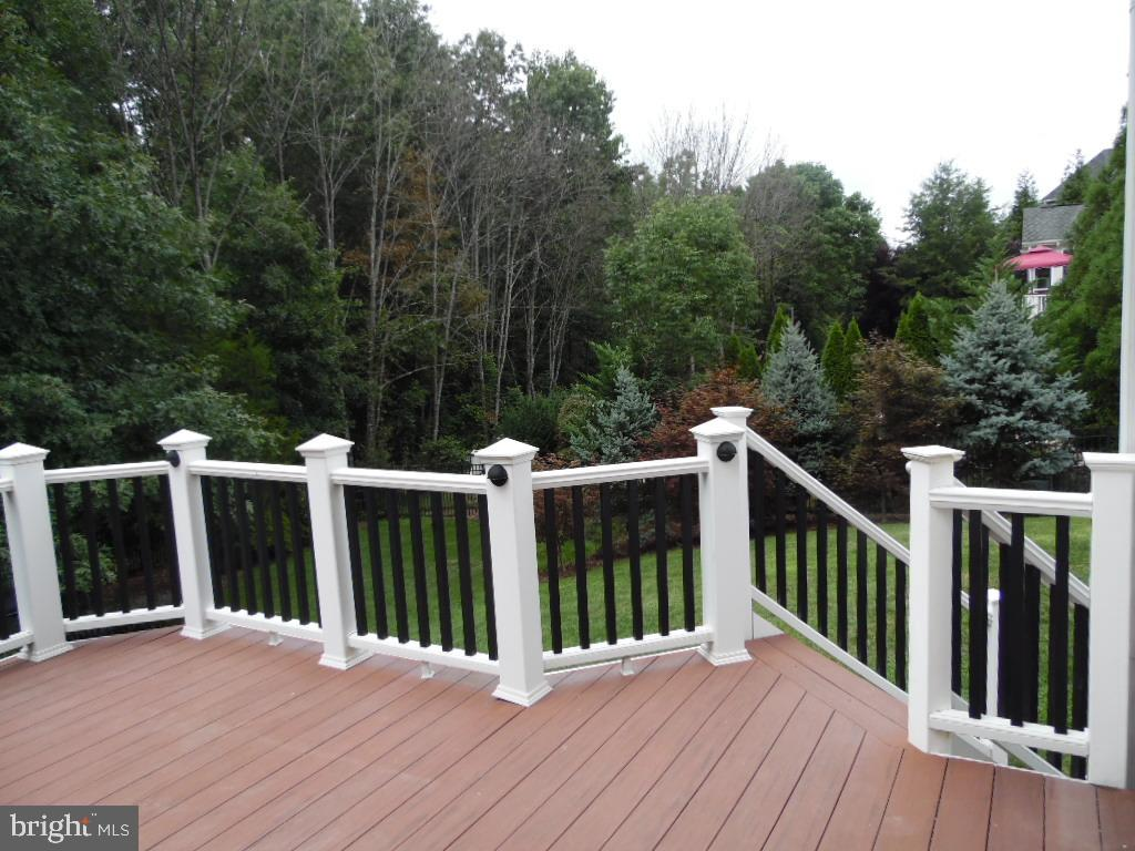 AZEK Deck with Stairs Facing Driveway - 43341 CEDAR POND PL, CHANTILLY