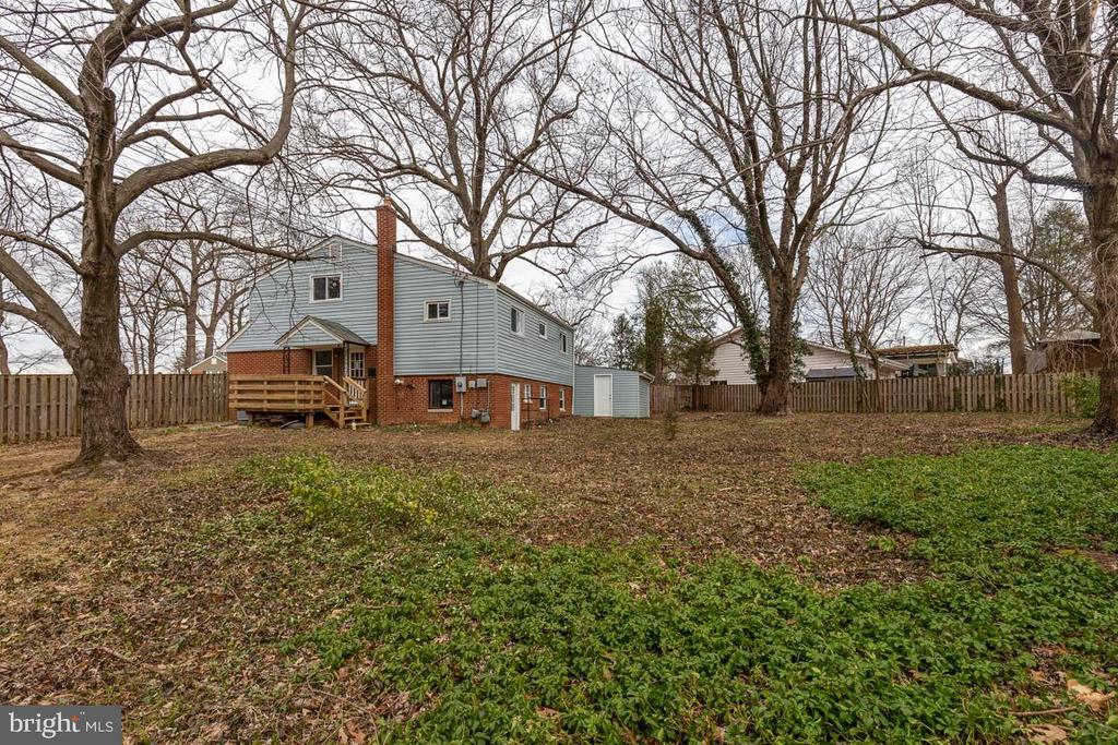 Large fenced rear yard - 10321 WOOD RD, FAIRFAX