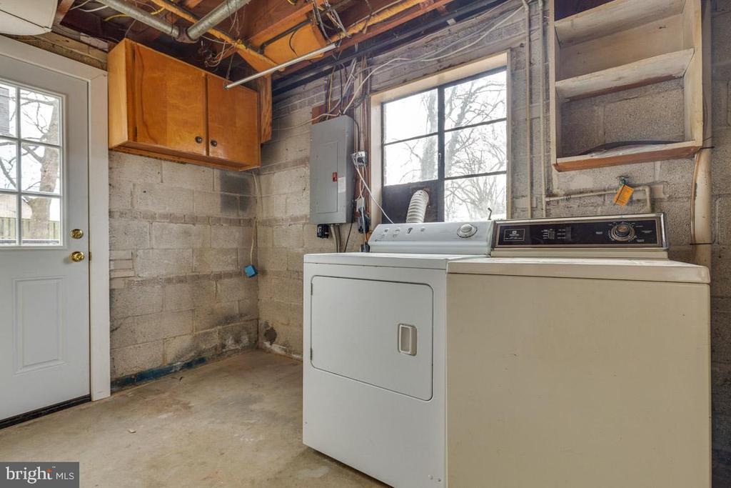 Laundry/utility:'19 door, '16 HVAC, '14 water heat - 10321 WOOD RD, FAIRFAX