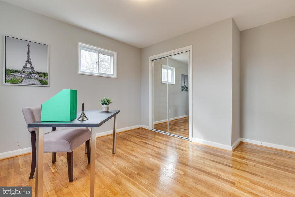 Bedroom 2 on level 3 - 10321 WOOD RD, FAIRFAX