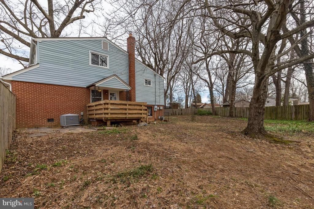 Deck off kitchen to back yard - 10321 WOOD RD, FAIRFAX