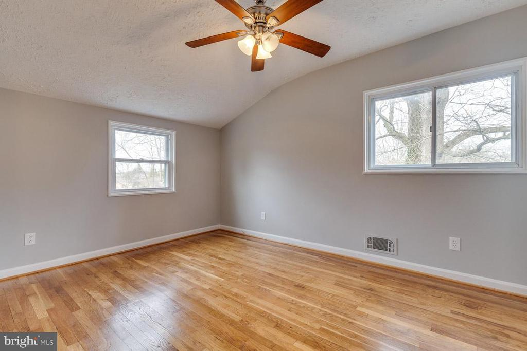 Bedroom 3 with new ceiling fan - 10321 WOOD RD, FAIRFAX