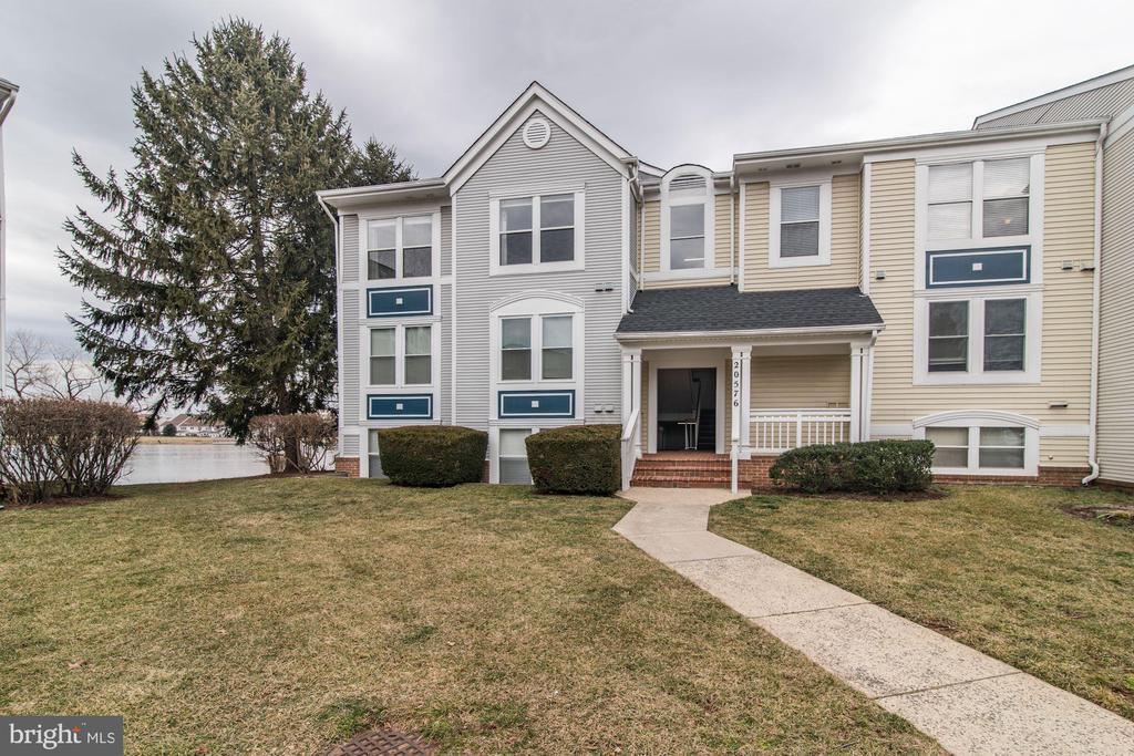 20576  SNOWSHOE SQUARE  302, Ashburn in LOUDOUN County, VA 20147 Home for Sale