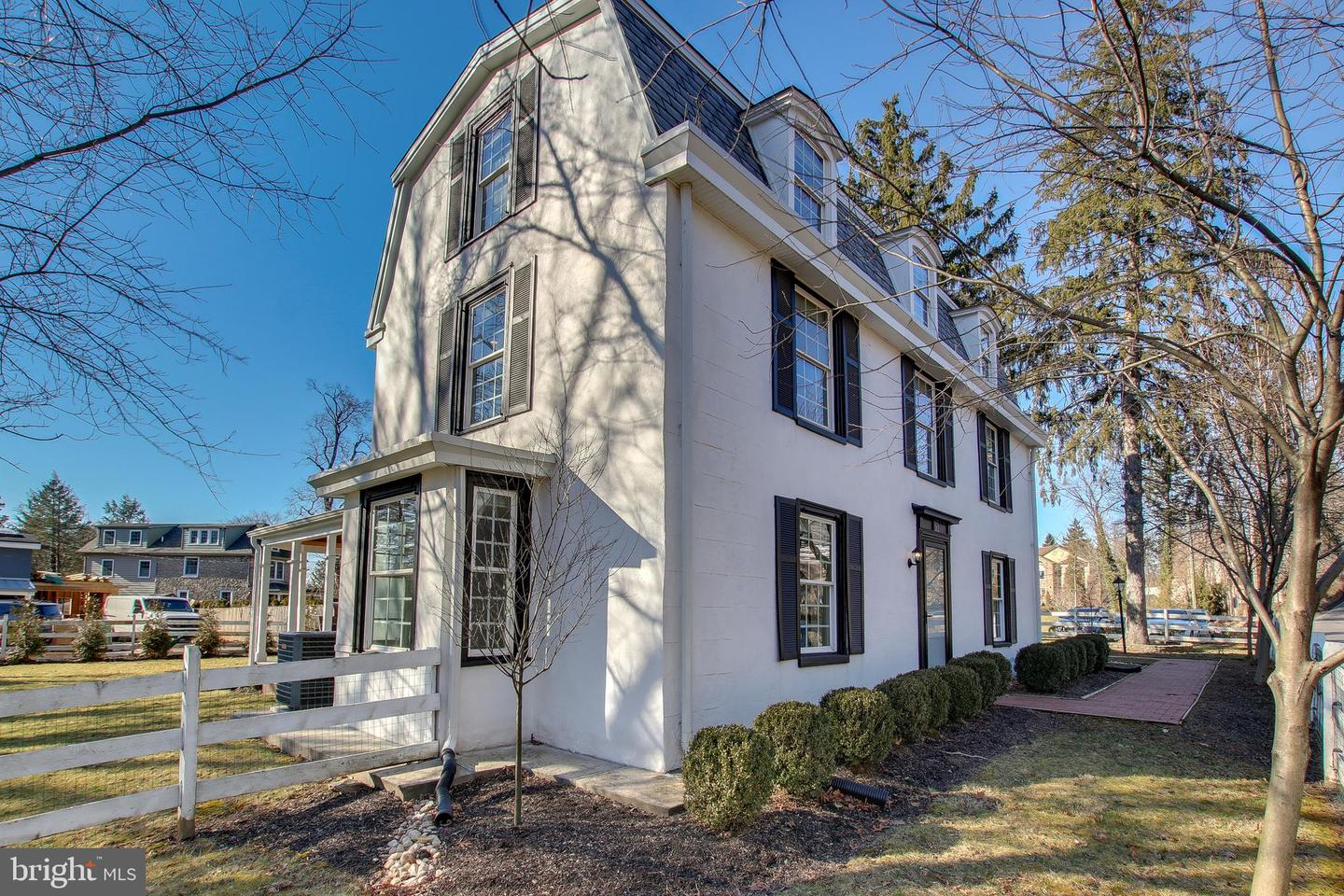 Photo of home for sale at 212 Bethlehem Pike, Fort Washington PA